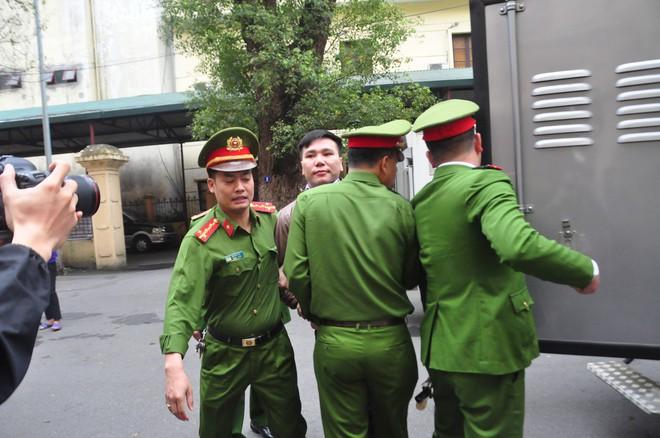 Mẹ cô gái gào khóc oán trách nam ca sỹ Châu Việt Cường tại phiên toà - ảnh 5
