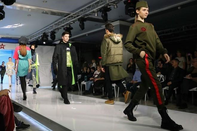 Ảnh: Thời trang quân sự Nga - hấp dẫn, sành điệu và khỏe khoắn - ảnh 6