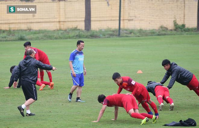 HLV Park Hang-seo nghiêm khắc, giơ tay dọa đánh học trò ở U23 Việt Nam - Ảnh 15.