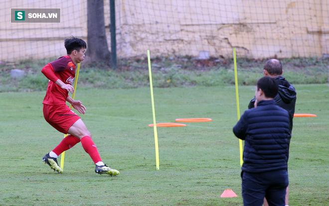 HLV Park Hang-seo nghiêm khắc, giơ tay dọa đánh học trò ở U23 Việt Nam - Ảnh 16.