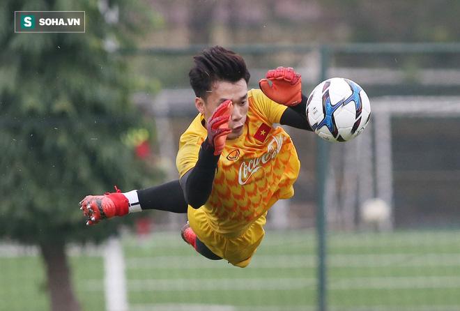 HLV Park Hang-seo nghiêm khắc, giơ tay dọa đánh học trò ở U23 Việt Nam - Ảnh 17.