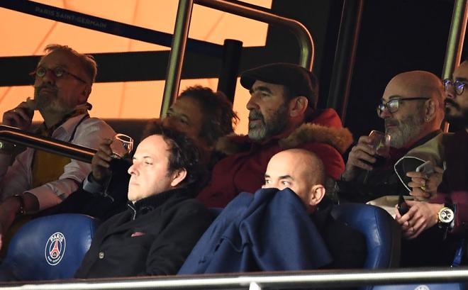 Tiết lộ: Cantona suýt tẩn nhau với bố Neymar trong trận thắng của Man United trước PSG