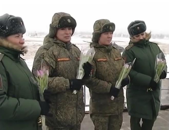 Lính xe tăng Nga chào mừng ngày 8/3 theo cách có một không hai - ảnh 2