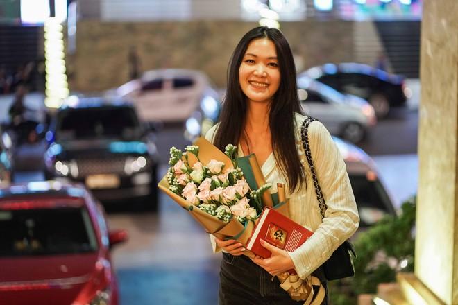 """Các hoa hậu, á hậu Việt """"đổ bộ"""" sân bay Buôn Mê Thuột ngày 8/3 - Ảnh 5."""