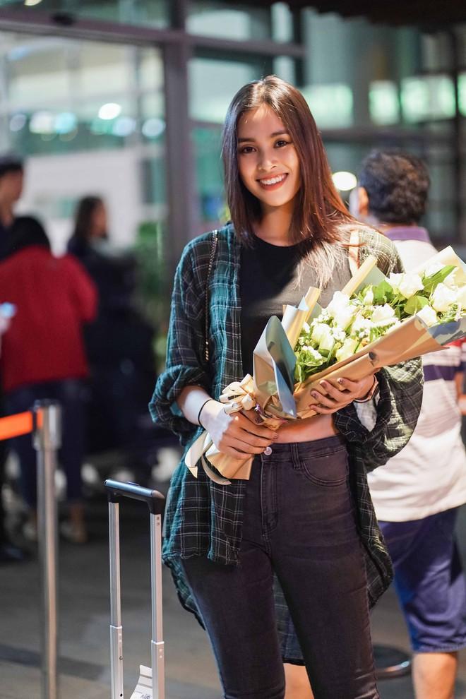 """Các hoa hậu, á hậu Việt """"đổ bộ"""" sân bay Buôn Mê Thuột ngày 8/3 - Ảnh 3."""