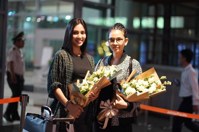 """Các hoa hậu, á hậu Việt """"đổ bộ"""" sân bay Buôn Mê Thuột ngày 8/3 - Ảnh 6."""