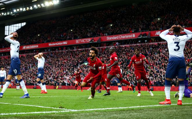 Liverpool lộ phẩm chất quân vương, nhưng cần Man United