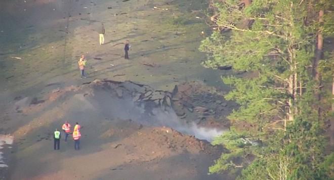 Mỹ: Tài xế xả thân mình lái xe bồn bốc cháy rời xa khu dân cư trước khi phát nổ - Ảnh 2.