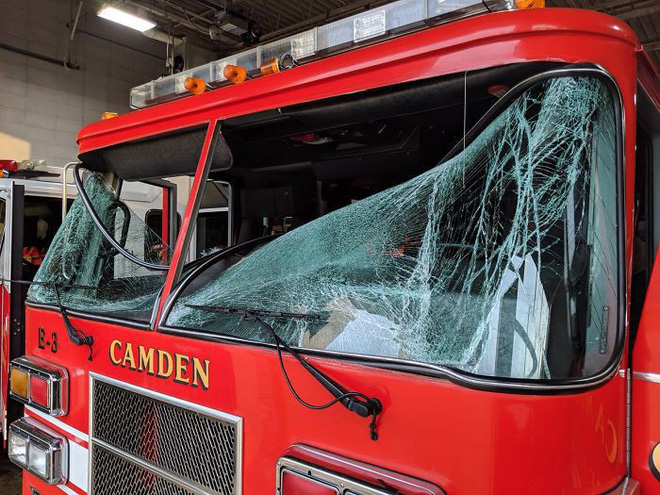 Mỹ: Tài xế xả thân mình lái xe bồn bốc cháy rời xa khu dân cư trước khi phát nổ - Ảnh 5.