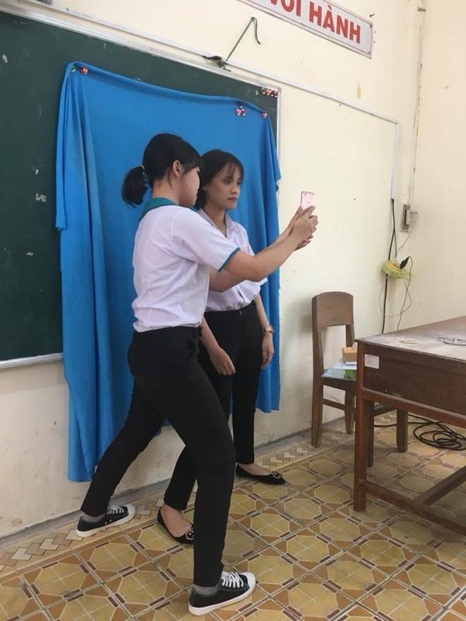 Muôn vàn cách chụp ảnh thẻ lấy ngay của học sinh khiến tất cả phải trầm trồ  - Ảnh 4.