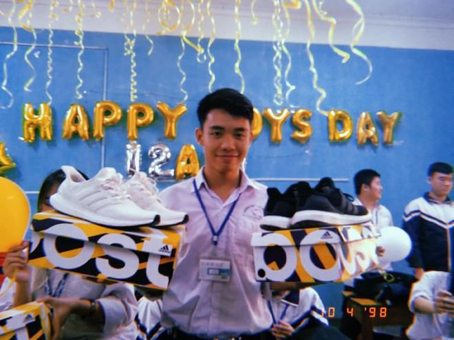 Chi tiền mua tận 25 đôi giày hiệu tặng con trai trong lớp, hội nữ sinh chịu chơi nhất thời đại đây rồi! - Ảnh 2.