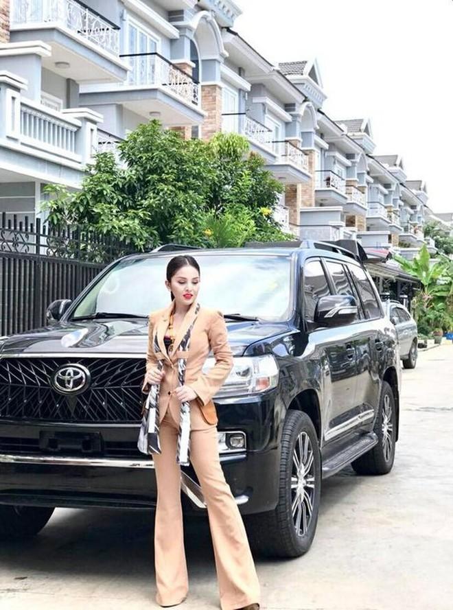 Bị cấm diễn vì quá sexy, sao nữ Campuchia điên cuồng khoe thành đại gia, tiền bạc chất đống - Ảnh 6.
