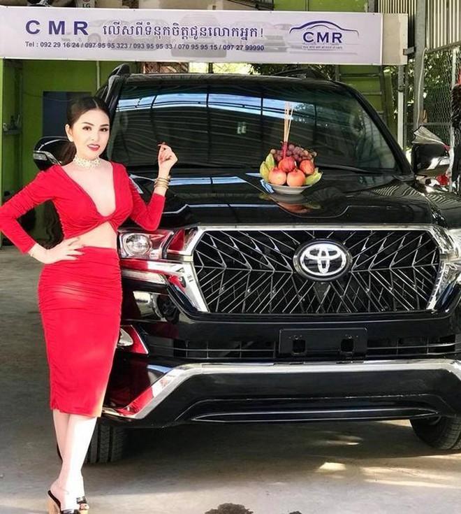 Bị cấm diễn vì quá sexy, sao nữ Campuchia điên cuồng khoe thành đại gia, tiền bạc chất đống - Ảnh 7.
