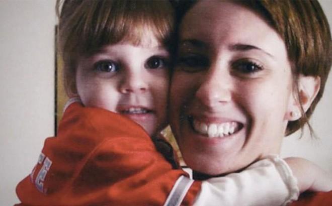 Vụ án bà mẹ trẻ độc ác giết con gái 3 tuổi, vài ngày sau tiệc tùng thả ga, nói dối cảnh sát nhưng cuối cùng vẫn được tuyên trắng án