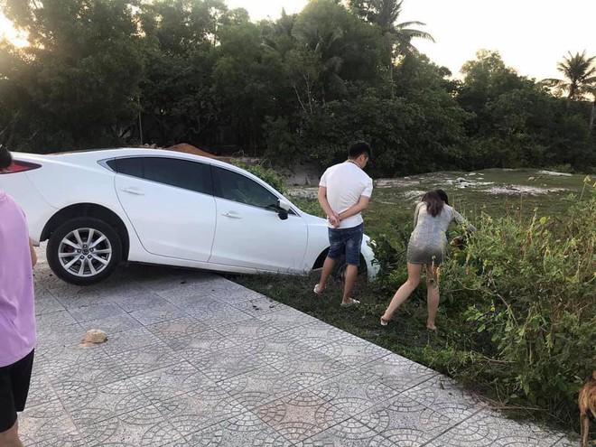Xe hơi gặp tai nạn nhưng người ta chỉ quan tâm đến cô gái đứng bên vì ngoại hình nổi bật - Ảnh 4.