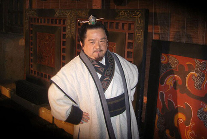 Diễn viên lùn nhất Trung Quốc: Chỉ cao 1m2 nhưng đào hoa, lấy tới 4 vợ trẻ đẹp - Ảnh 1.
