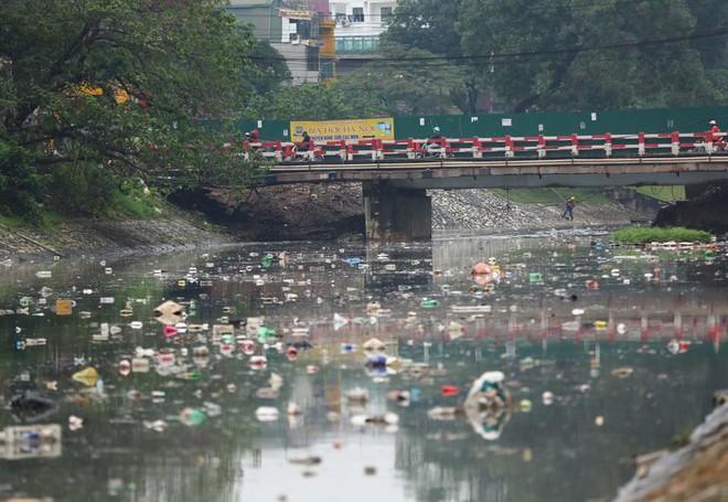 Chỉ 3 ngày làm 'bay' mùi hôi sông Tô Lịch: Công nghệ người Nhật đặt dưới đáy sông là gì? - ảnh 1