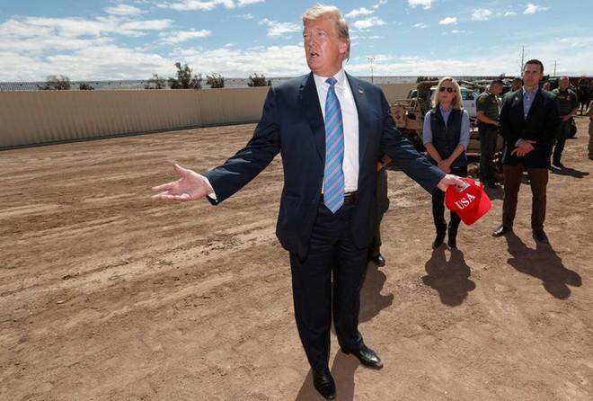 Cứ đóng cửa! Ông Trump hứa ân xá cho an ninh nếu phải đi tù - Ảnh 2.