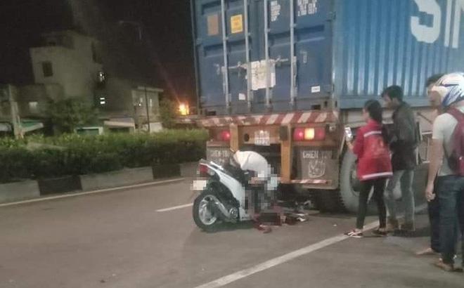 Đâm thẳng vào đuôi container, thanh niên tử vong với tư thế gập người ngồi trên xe máy