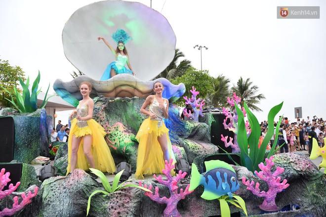 Nóng bỏng mắt màn trình diễn múa Carnival đường phố của các vũ công ngoại quốc tại Sầm Sơn - Ảnh 3.