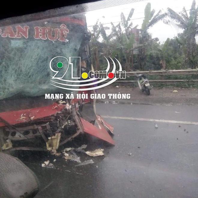 Xe khách đối đầu xe tải, hiện trường vụ tai nạn khiến dân mạng ám ảnh  - Ảnh 2.