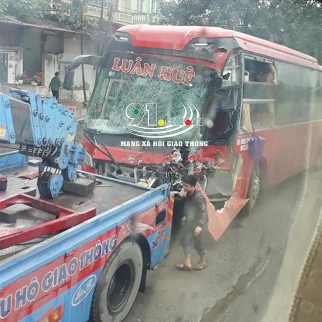 Xe khách đối đầu xe tải, hiện trường vụ tai nạn khiến dân mạng ám ảnh  - Ảnh 3.
