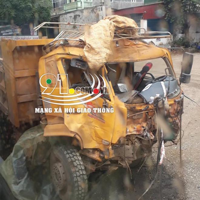 Xe khách đối đầu xe tải, hiện trường vụ tai nạn khiến dân mạng ám ảnh  - Ảnh 5.