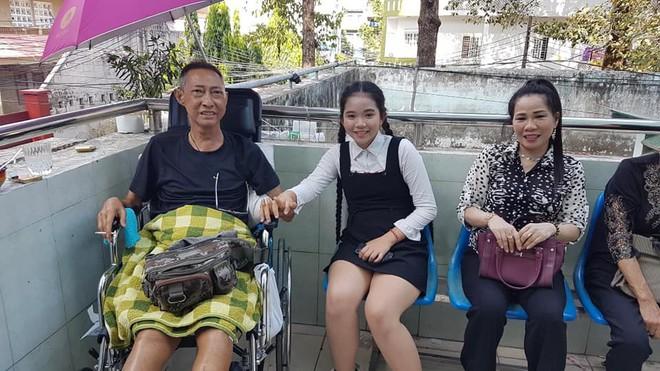 Xót xa hình ảnh nghệ sĩ Lê Bình sốt cao, mê man trên giường bệnh chống chọi ung thư - Ảnh 3.