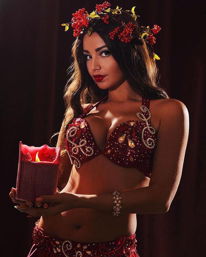 Nữ vũ công Nga bị bỏ tù vì biểu diễn không nội y ở Ai Cập là ai? - Ảnh 7.
