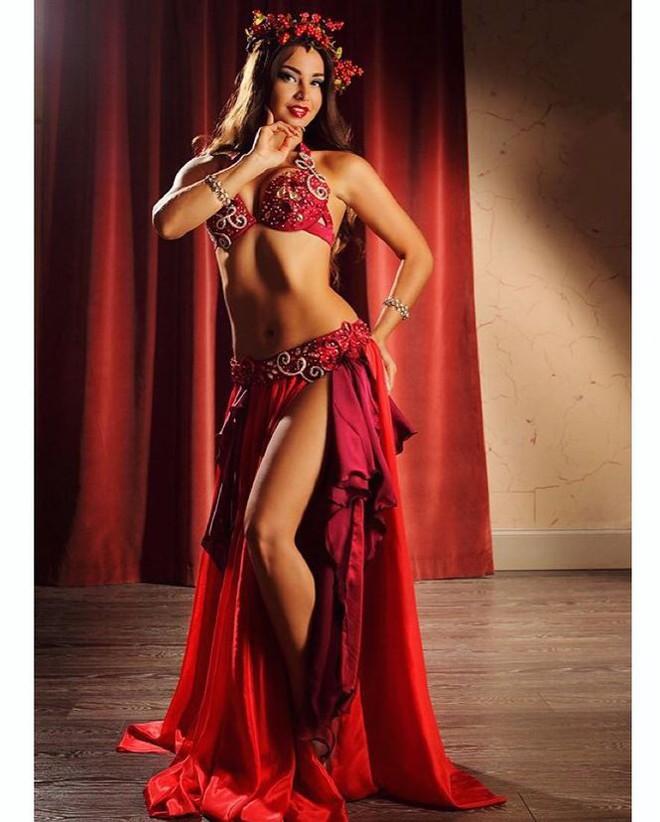 Nữ vũ công Nga bị bỏ tù vì biểu diễn không nội y ở Ai Cập là ai? - Ảnh 8.