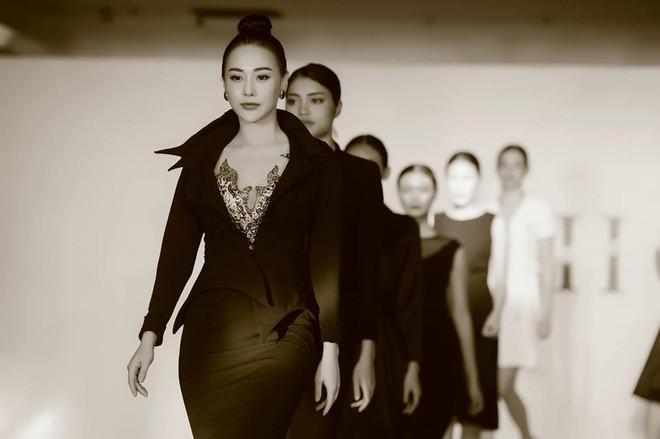 Quỳnh búp bê Phương Oanh tái xuất sàn catwalk, trình diễn ấn tượng - ảnh 5