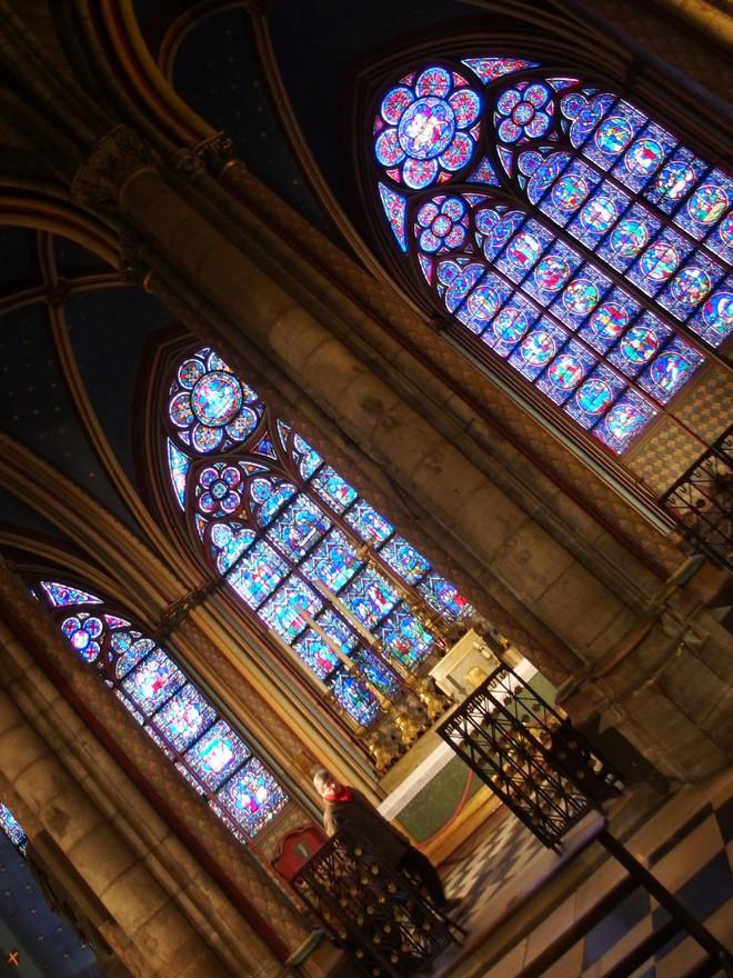 Kiến trúc cửa hoa hồng đặc trưng của Gothic trong Nhà thờ Đức Bà Paris. Nguồn: Internet