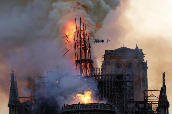 Pháp có biển lửa, thì Mỹ có bão Twitter: TT Trump bị chỉ trích dữ dội mỗi lần phát biểu về Nhà thờ Đức Bà Paris - ảnh 4