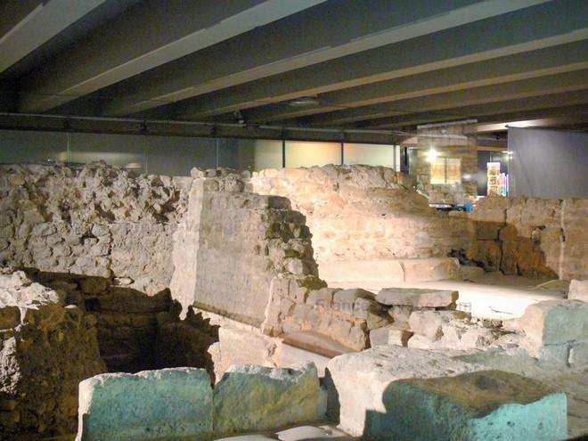Kiến trúc khổng lồ gần 2.000 năm tuổi tồn tại ngay dưới chân nhà thờ Đức Bà Paris - Ảnh 14.