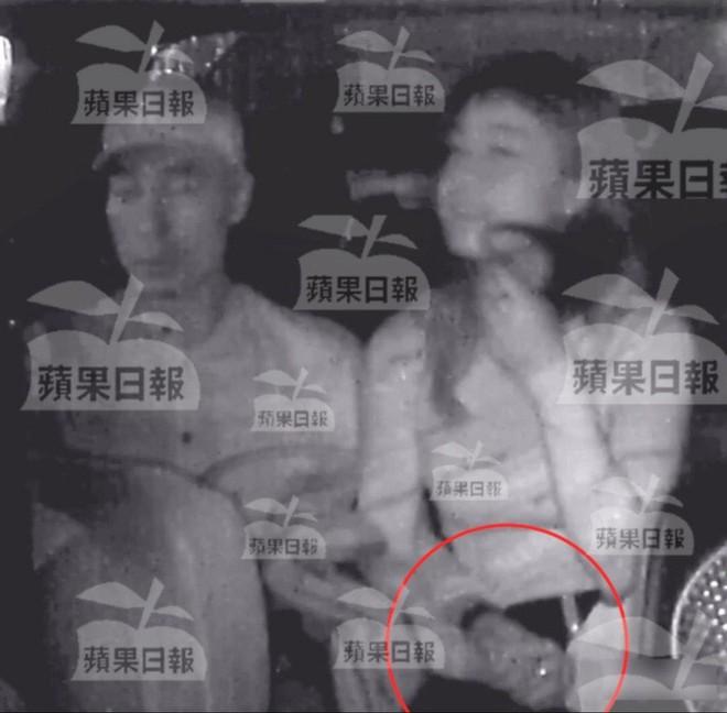 NÓNG: Á hậu Hong Kong lộ ảnh ân ái trong ô tô với sao nam nổi tiếng, sốc nhất chuyện tình hiện tại của cả 2 - Ảnh 1.