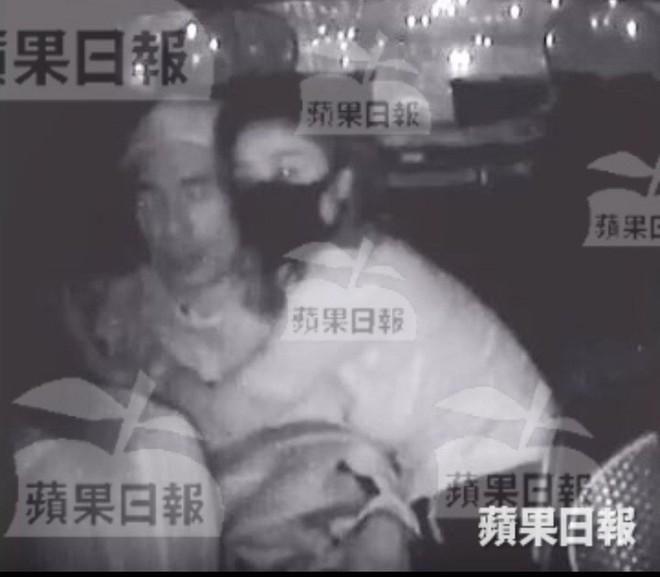 NÓNG: Á hậu Hong Kong lộ ảnh ân ái trong ô tô với sao nam nổi tiếng, sốc nhất chuyện tình hiện tại của cả 2 - Ảnh 2.