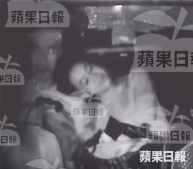 NÓNG: Á hậu Hong Kong lộ ảnh ân ái trong ô tô với sao nam nổi tiếng, sốc nhất chuyện tình hiện tại của cả 2 - Ảnh 3.