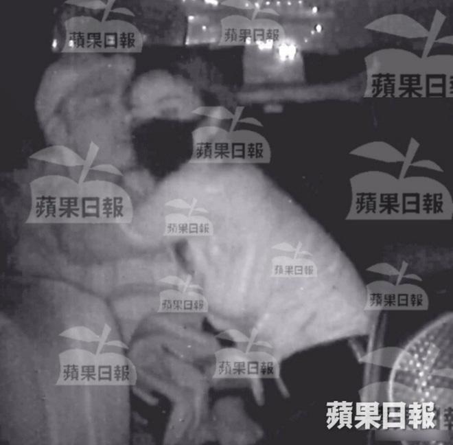 NÓNG: Á hậu Hong Kong lộ ảnh ân ái trong ô tô với sao nam nổi tiếng, sốc nhất chuyện tình hiện tại của cả 2 - Ảnh 4.
