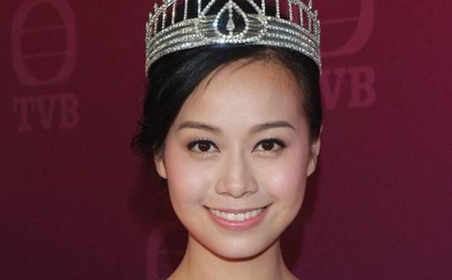 NÓNG: Á hậu Hong Kong lộ ảnh ân ái trong ô tô với sao nam nổi tiếng, sốc nhất chuyện tình hiện tại của cả 2
