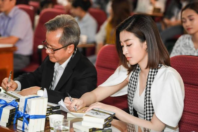 Hoa hậu Mỹ Linh: Chiếc lò xo muốn bật căng nhất phải được ép chặt nhất - Ảnh 4.