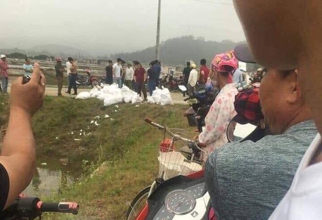 Vụ bắt giữ gần 1 tấn ma túy đá ở Nghệ An: Từ đống rác ven đường đến nhà kho toàn loa thùng - Ảnh 1.