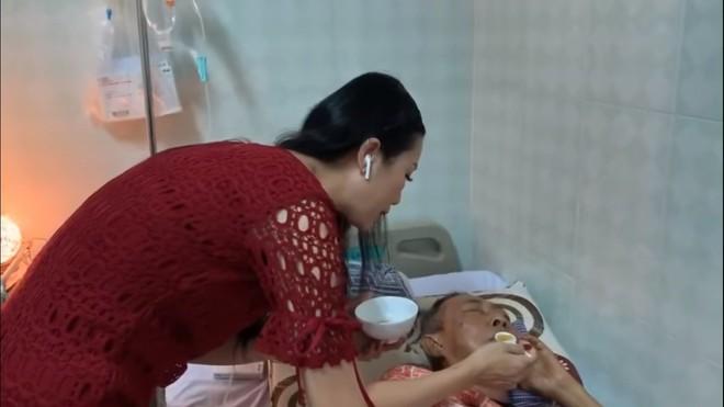 Nghệ sĩ Lê Bình 3 ngày không ăn, đau đớn bật khóc khi Đại Nghĩa, Trịnh Kim Chi đến thăm  - Ảnh 1.