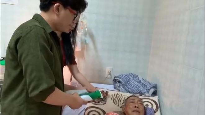 Nghệ sĩ Lê Bình 3 ngày không ăn, đau đớn bật khóc khi Đại Nghĩa, Trịnh Kim Chi đến thăm  - Ảnh 6.