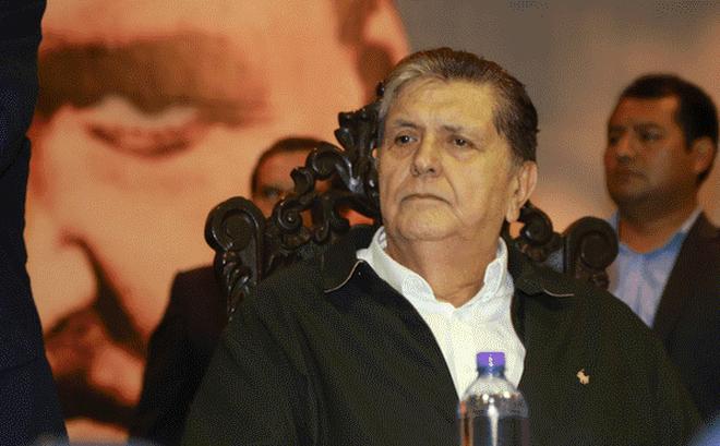 [NÓNG] Bị cảnh sát bắt giữ tại nhà riêng, cựu Tổng thống Peru Alan García bắn vào họng tự sát