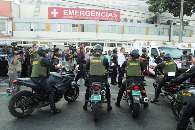 [NÓNG] Bị cảnh sát bắt giữ tại nhà riêng, cựu Tổng thống Peru Alan García bắn vào họng tự sát - Ảnh 2.