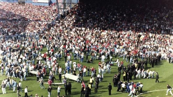 Đám đông chen lấn đến chết trên sân vận động Hillsborough năm 1989