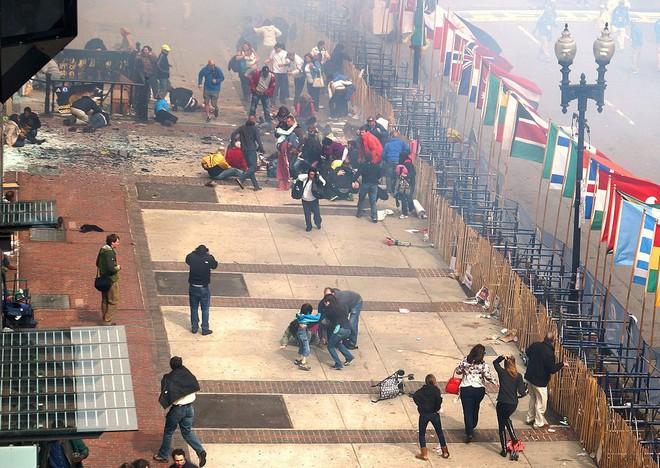 Vụ nổ bom kép chấn động tại cuộc đua Marathon Boston