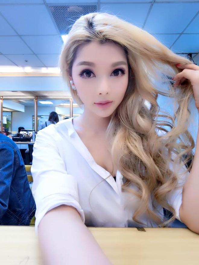 Siêu mẫu nóng bỏng lấy tỷ phú xấu nhất Đài Loan: Tôi nhận lời cầu hôn vì chồng quá đẹp trai - Ảnh 1.