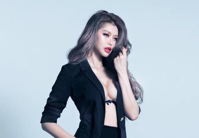 Siêu mẫu nóng bỏng lấy tỷ phú xấu nhất Đài Loan: Tôi nhận lời cầu hôn vì chồng quá đẹp trai - Ảnh 2.