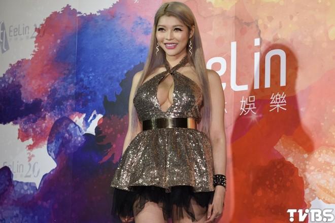Siêu mẫu nóng bỏng lấy tỷ phú xấu nhất Đài Loan: Tôi nhận lời cầu hôn vì chồng quá đẹp trai - Ảnh 5.